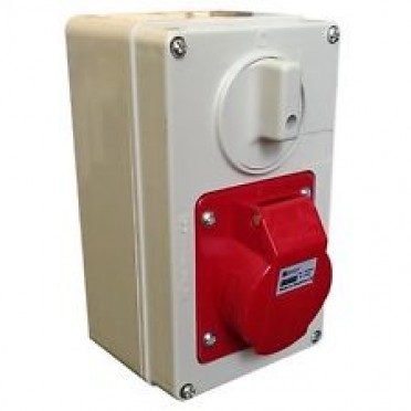 C&S Surface Mounting Interlocked Switched Socket Outlet-Vertical 16A CS66200
